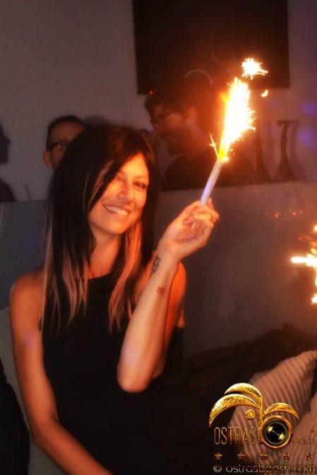 foto ostras bella ragazza in discoteca