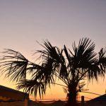 domenica in versilia aperitivo sulla spiaggia al tramonto