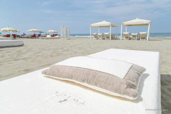 https://www.discotecheversilia.it/wp-content/uploads/2017/06/twiga-beach-recensioni-bagno-twiga.jpg