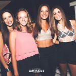 ragazze beach club