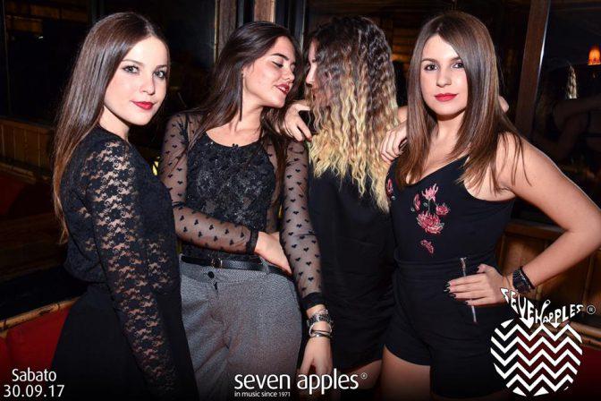 ragazze carine sabato discoteca seven