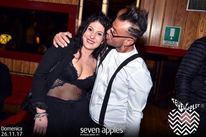 conoscere ragazze in discoteca seven