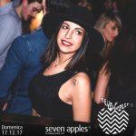 ragazza foto discoteca seven
