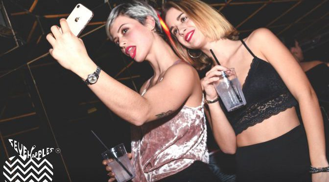 selfie foto discoteca seven