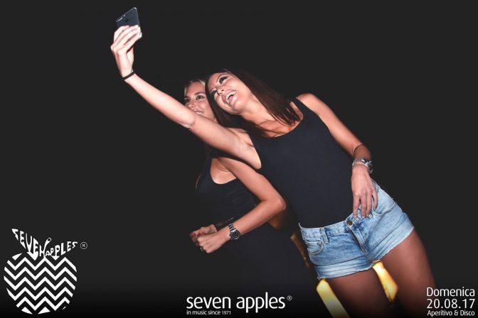 selfie domenica seven