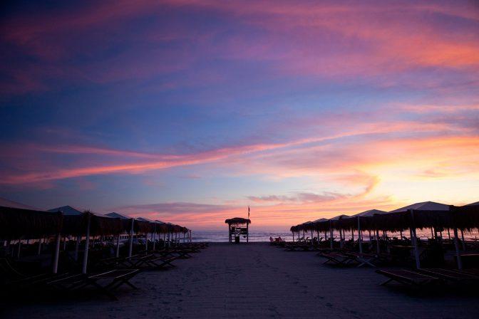 tramonto sulla spiaggia beach forte dei marmi