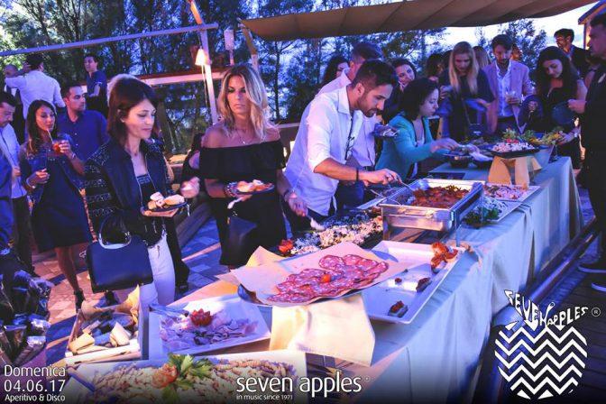 buffet aperitivo domenica seven