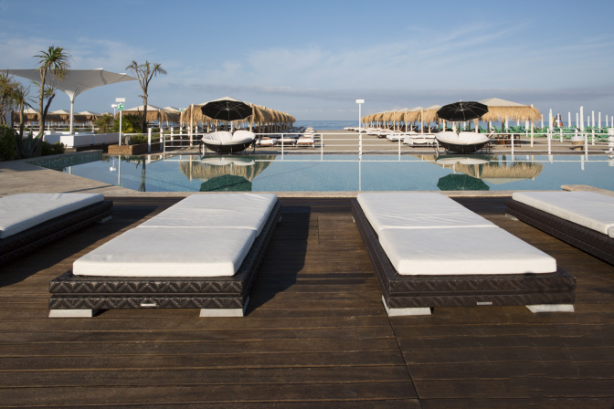 bordo piscina spiaggia beach versilia