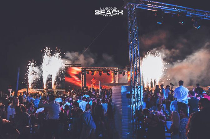 mercoledi beach versilia capitale delle discoteche