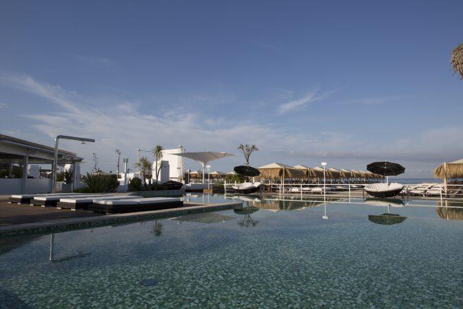 piscina spiaggia beach club